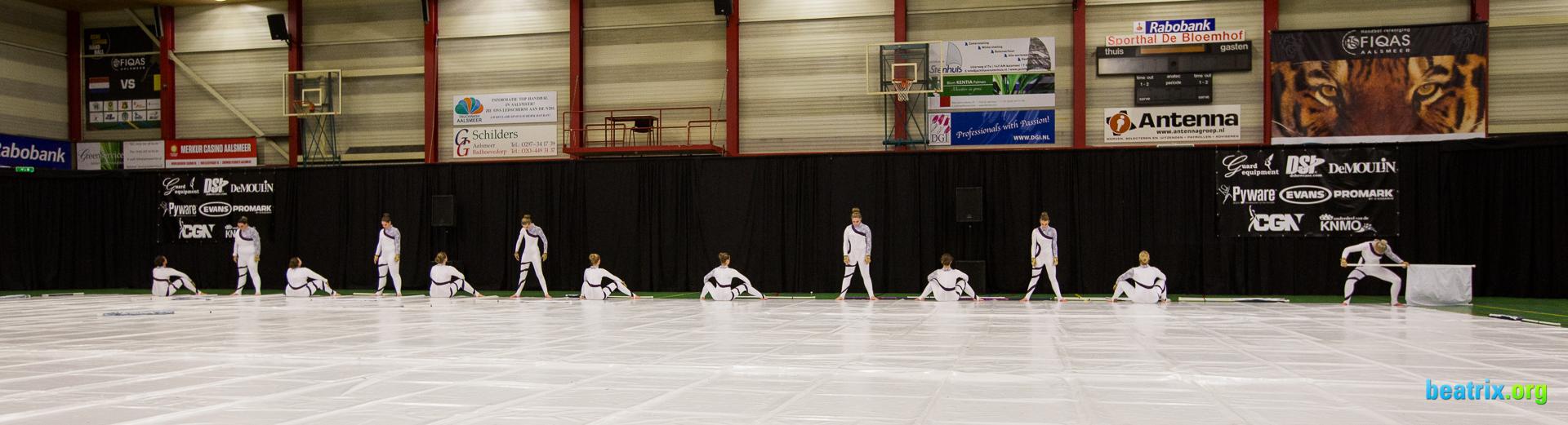 Beatrix guard tijdens hun show op CGN contest Aalsmeer